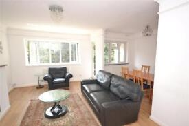 2 bedroom flat in Elmshurst Crescent, London, N2