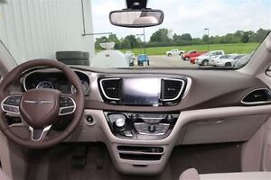 2017 Chrysler Pacifica Touring-L *LOW KMS* London Ontario image 4