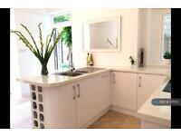2 bedroom flat in Wimborne Gardens, London, W13 (2 bed)