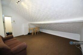 2 bedroom flat in Herbert Road, London, SE18 (2 bed) (#1081535)