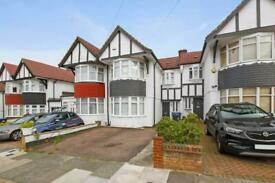 3 bedroom house in Chequers Way, London
