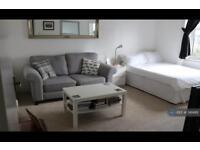 Studio flat in London Road, Brentwood, CM14