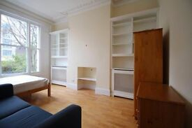 **En-suit shower double room in Earls Court, all bills incl £1050pcm available NOW!**
