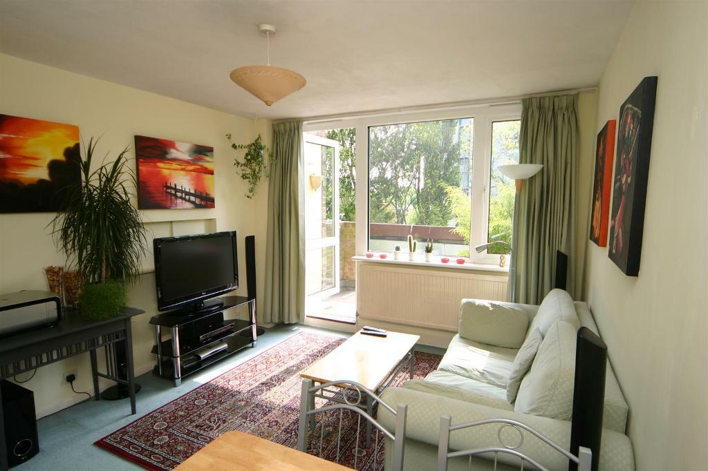 1 bedroom flat in Aldsworth Close