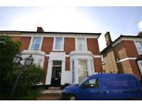 2 bedroom flat in Alexandra Grove, London, N12