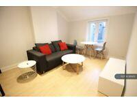 1 bedroom flat in Camden Mews, London, NW1 (1 bed) (#991451)