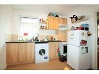 2 bedroom flat in Leeside Crescent, Golders Green NW11