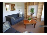 3 bedroom flat in Bowerman Court, London, N19 (3 bed)