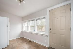 Great Downtown Location 5 Bedroom Student House London Ontario image 17