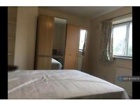 1 bedroom in Priors Walk, Crawley, RH10