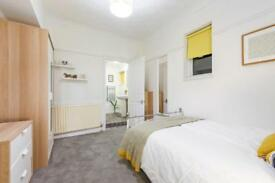 GROUND FLOOR MODERN ROOM WITH EN-SUITE TO RENT IN A SHARED HOUSE