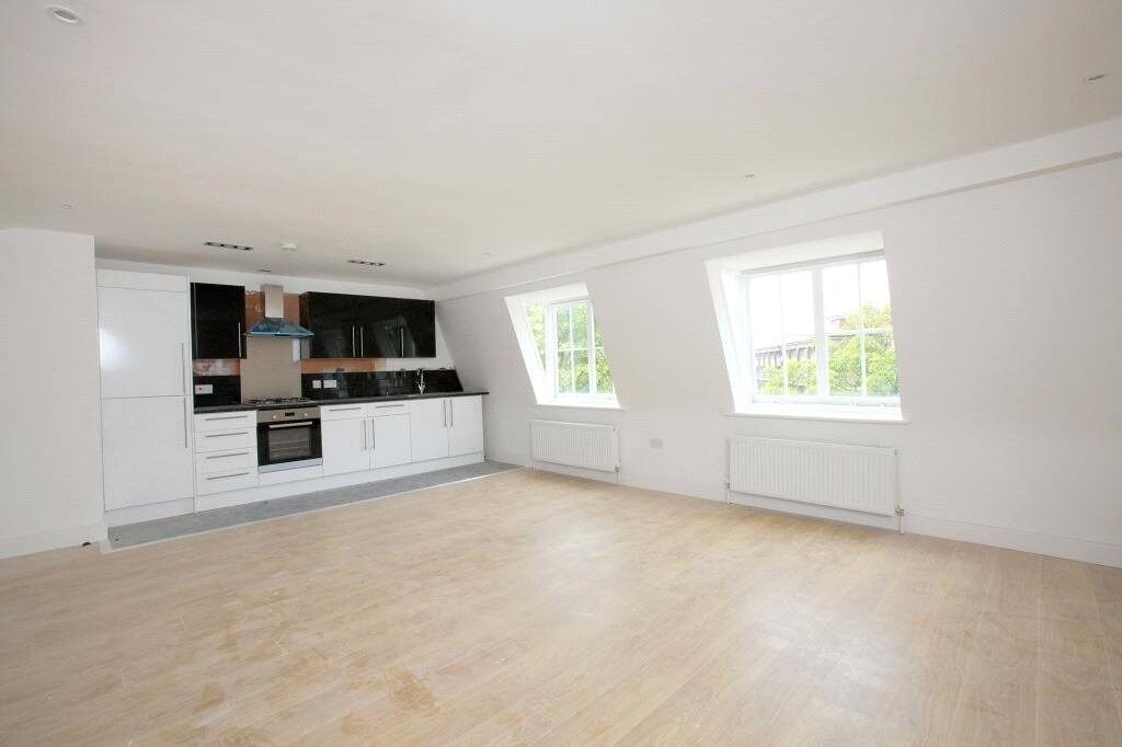 ** split level 3 BED FLAT IN STOCKWELL - av ANYTIME **