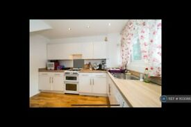 2 bedroom flat in Riverpark Gardens All Bills Included, Bromley, BR2 (2 bed) (#1103086)
