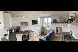 3 bedroom flat in Wrens Park House, London, E5 (3 bed) (#1125927)