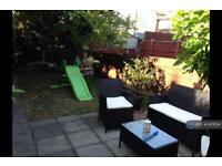 2 bedroom house in Humberstone Road, London, E13 (2 bed)