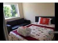 1 bedroom in Morden Road, Mitcham / Morden, CR4