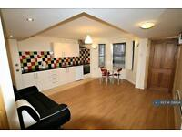 2 bedroom flat in Ferry Road, Cardiff, CF11 (2 bed)