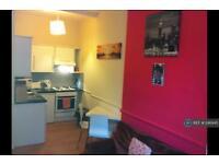 1 bedroom flat in Yeaman Place, Edinburgh, EH11 (1 bed)