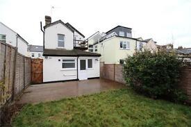 2 bedroom flat in Brookhill Road, Barnet, EN4
