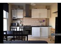 2 bedroom flat in Richmond Road, London, TW1 (2 bed)
