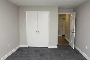 UWO Apts. near Oxford St. E & Talbot in London - WIFI Incl. London Ontario image 9