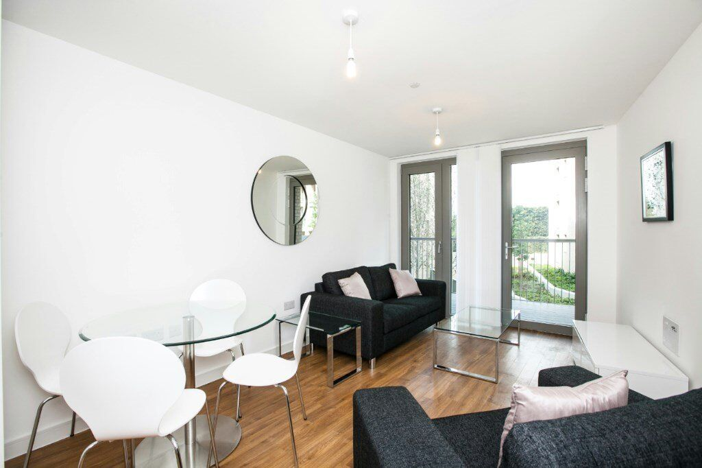 1st FLOOR DESIGNER FURNISHED 1 BED APARTMENT - WATERSIDE HEIGHTS - PONTOON DOCK DLR ROYAL DOCKS E16