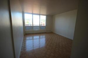 Renovated top-floor 3.5 available immediately - DOWNTOWN - GUY