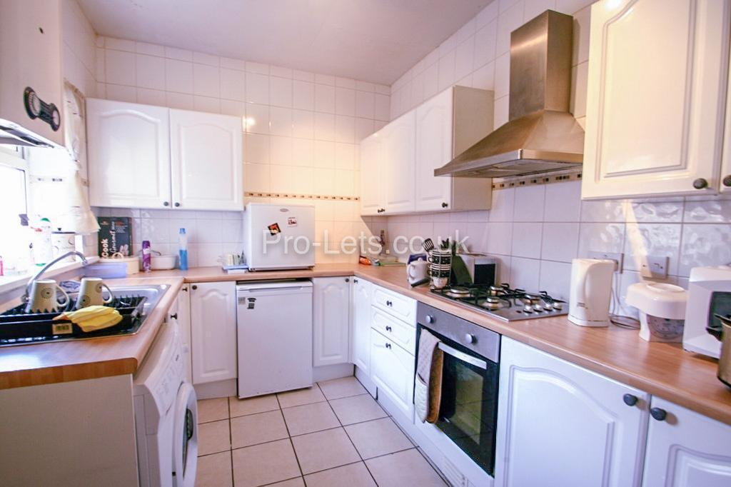 2 bedroom flat in King John Terrace, Heaton, Newcastle Upon Tyne, NE6