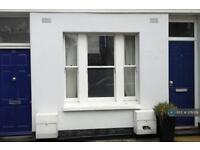 1 bedroom flat in Fane Street, London, W14 (1 bed)