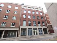 First floor 2 bed 2 bath bang in the City of London near Barbican and Farringdon stations, Jan 2017