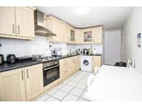 3 bedroom flat in Johnson Street, Cable Street, Shadwell