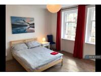 3 bedroom flat in Potterrow, Edinburgh, EH8 (3 bed)