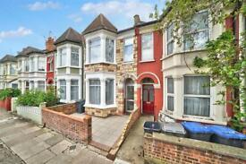3 bedroom flat in Chapter Road, Dollis Hill, NW2