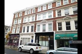 1 bedroom flat in Blythe Road, London, W14 (1 bed)