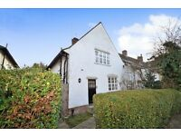A newly decorated three bed cottage close with modern furnishings close to Temple Fortune High Road