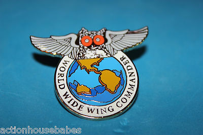 WORLD WIDE WING COMANDER HOOTERS OF AMERICA LAPEL PIN  R.H.B