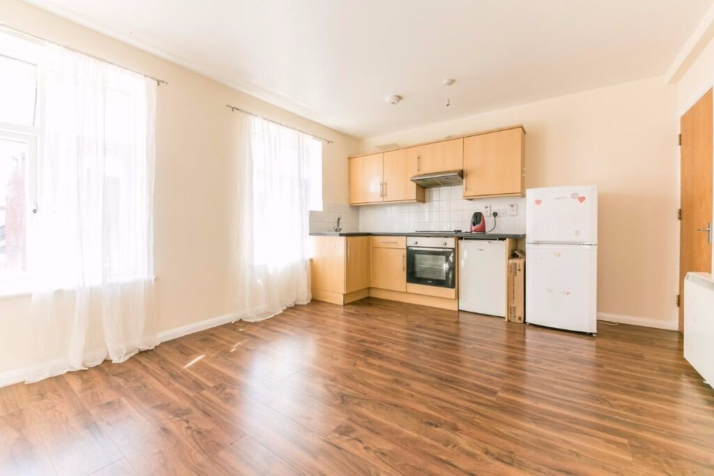**BRILLIANT ONE BEDROOM FLAT AVAILABLE NOW IN MITCHAM - CALL NOW TO VIEW**