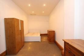 2 bedroom flat in Stroud Green Road, Stroud Green