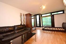 Studio flat in Broadfield Lane, Camden, London, NW1
