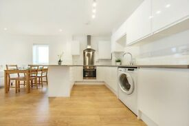 *NO ADMIN FEES* High Spec & Modern 3 bed apartment located stones throw from Tulse Hill Station