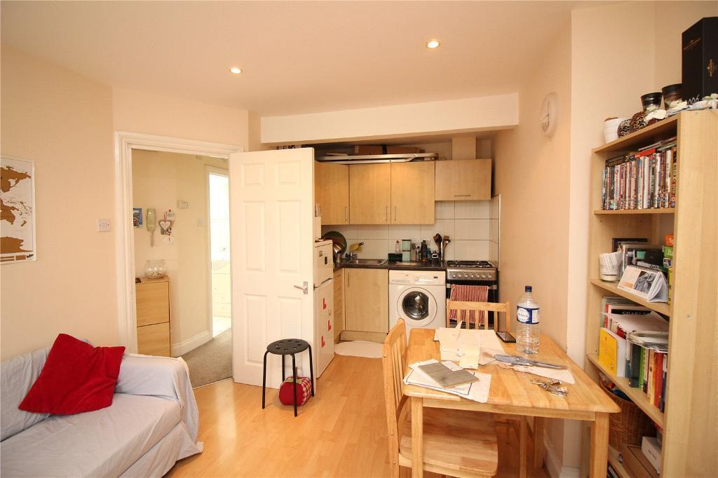 2 bedroom house in Finchley Road, London, NW11