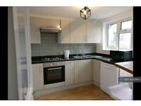 3 bedroom flat in Tollgate Rd, London, E16 (3 bed) (#1129169)