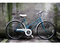 UNIVERSAL LA RIVIERA. 19.5 inch, 50 cm. Vintage ladies womens dutch style traditional road bike