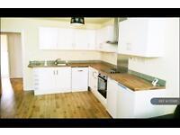 3 bedroom flat in Brixton Watere Lane, London, SW2 (3 bed)
