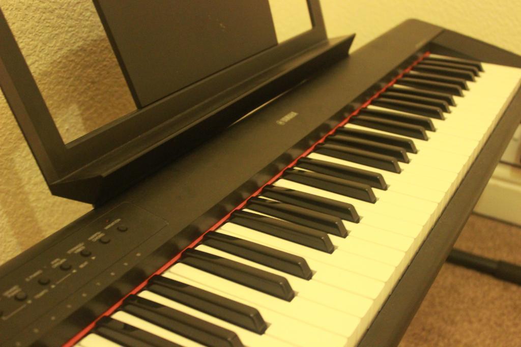 Yamaha piaggero np11 mint condition digital keyboard in for Yamaha np11 digital piano