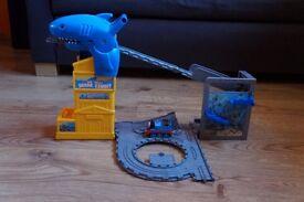 Thomas the tank engine take n play shark exhibit