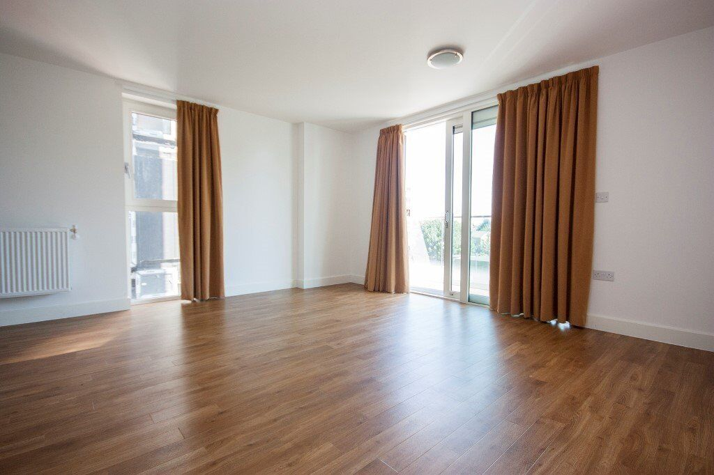 Excellent 3 bedroom apartment located in the fabulous dalston square E8 **MUST SEE**