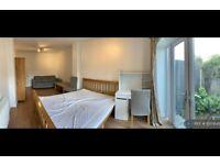 1 bedroom in Ashenden Road, Guildford, GU2 (#1033649)