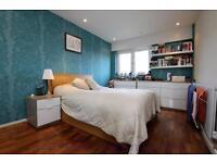 1 bedroom flat in Palmerston Road, Palmers Green, N22