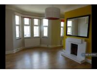 2 bedroom flat in Donnington Road, London, NW10 (2 bed)